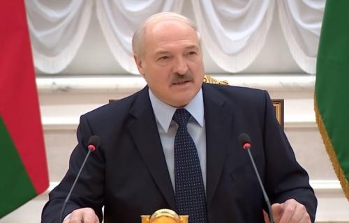 Лукашенко гоняет на электромотоцикле и ждёт белорусскую Теслу