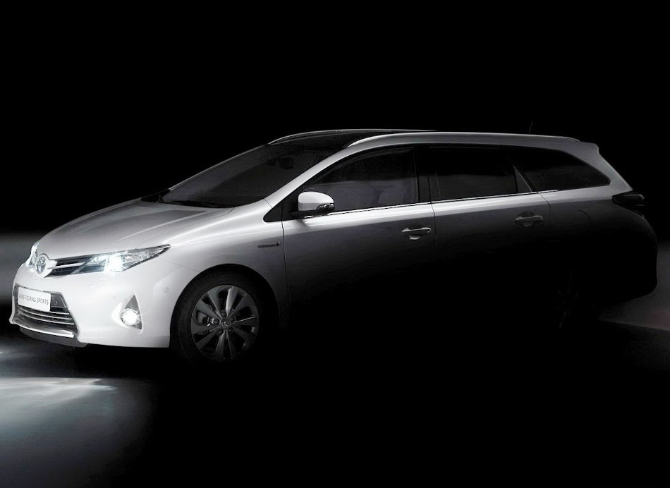 Универсал Toyota Auris Tourer 2013: фото, характеристики